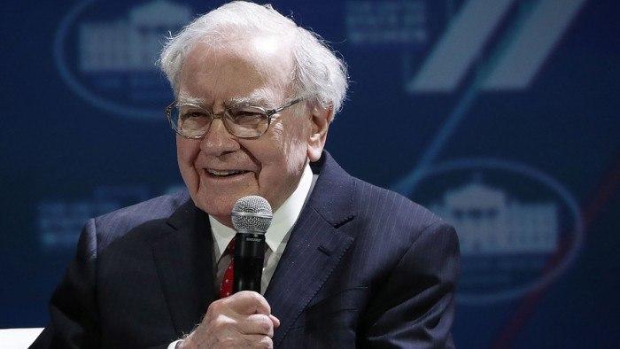 Warren Buffett: come investe dopo il coronavirus? News strategia di investimento